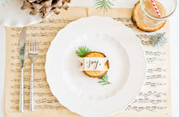 12 squeal-worthy Christmas table settings | Mum's Grapevine