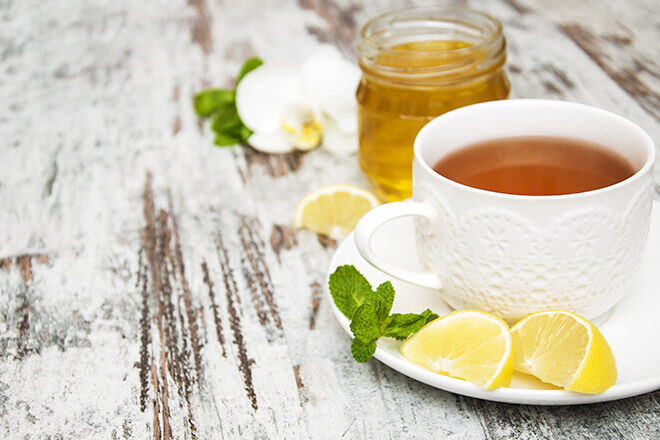 Sip honey tea to avoid winter colds