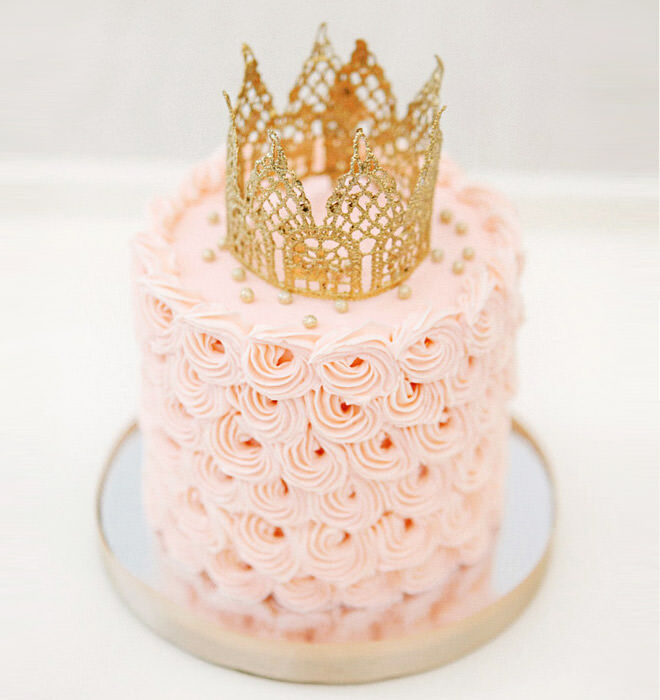 Princess cakes can be small and special too - just look at this tiny treat.