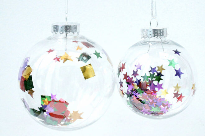 These clear confetti Christmas baubles are an easy peasy festive DIY for the kids!