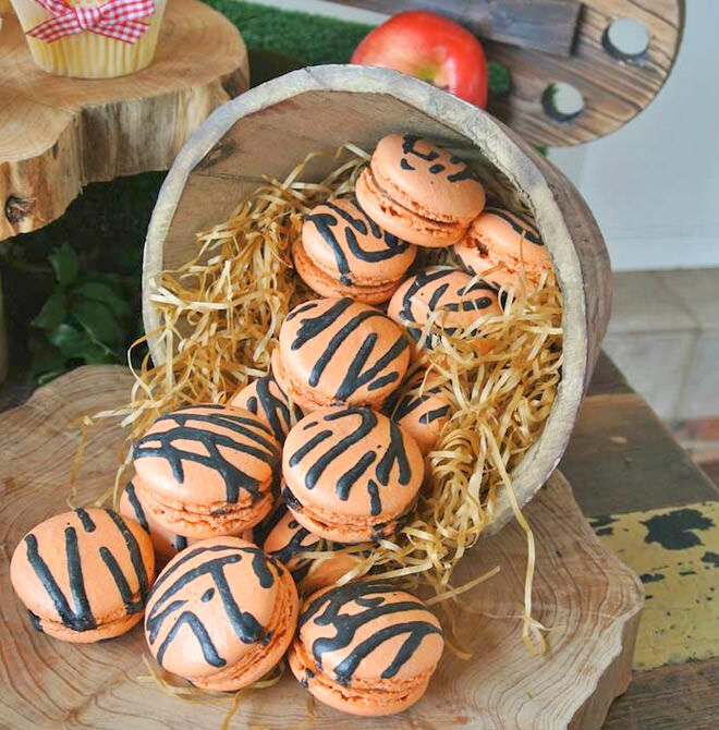 Winnie the Pooh party - Tigger macarons