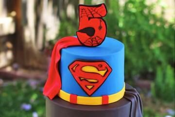 13 superhero cakes for the ultimate party | Mum's Grapevine