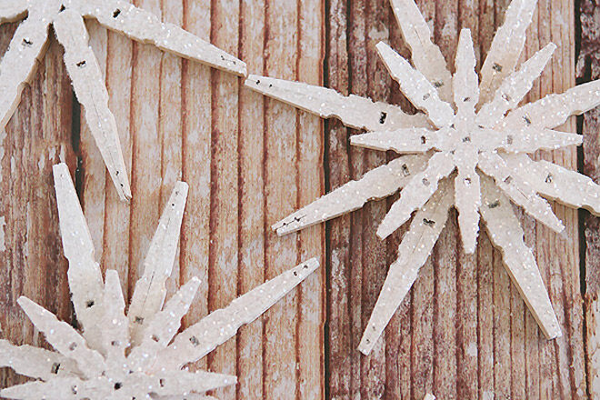 DIY frosted star peg decorations for Christmas