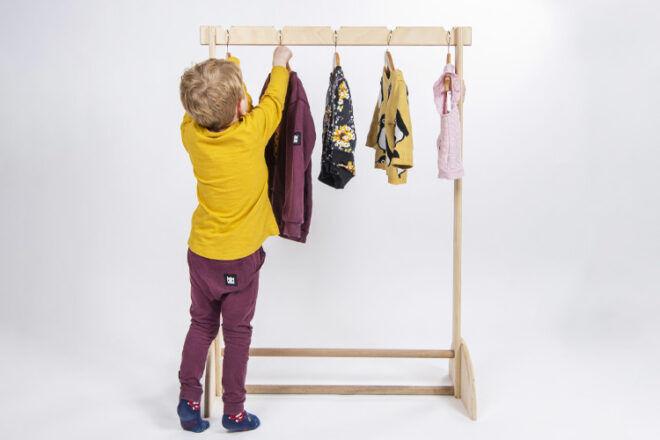 MOOV Baby Clothes Rack